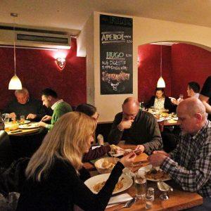 Filos Restaurant Köln - Gäste beim Essen