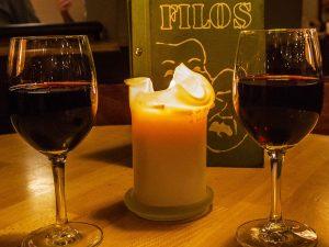 Filos Restaurant Köln - Speisekarte im Kerzenlicht